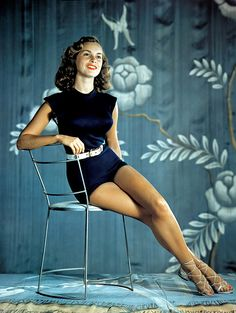 Actress Janet Leigh in a figure hugging, summery outfit. #vintage #actress #Hollywood