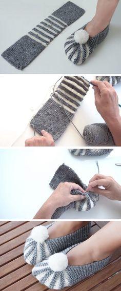 Super Easy Slippers to Crochet or to Knit - Design Peak - Best Knitting Pattern Easy Knitting, Loom Knitting, Knitting Stitches, Knitting Socks, Knitting Designs, Knitting Patterns, Crochet Patterns, Blanket Patterns, Crochet Designs