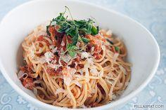 Pasta, tunfisk, tomat, basilikum, oregano, persille