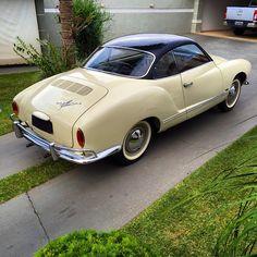 VW Karmann Ghia 1966 placa preta a venda em nosso site. R$69.000,00 #brunelliveiculosantigos #vw #karmannghia