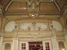 Casa de licitații Artmark, Palatul Cesianu-Racovită, interior la etajul clădirii(fragment)  Ieri s-au implinit 158 de ani de la Unirea Principatelor Române. In plimbarea pe care am reusit s-o fac prin centrul orasului meu drag si având aparatul foto la mine, am vizionat expoziţia etc.