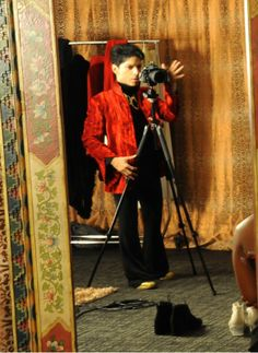 Prince takes a picture of the NPG