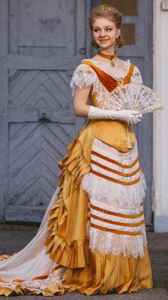 Victorian Costume, Victorian Dresses, Vintage Gowns, Victorian Fashion, Vintage Outfits, Vintage Fashion, Costumes Couture, Bustle Dress, Old Dresses