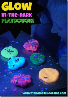Glow in the Dark Playdough - easy to make, fun sensory fun for kids of all ages! #preschool #sensory #playdough