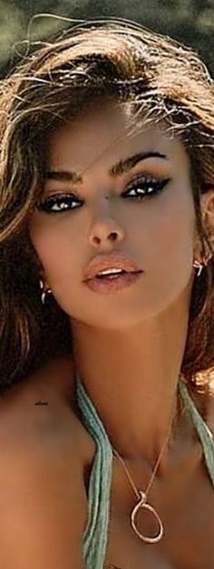 Brunette Beauty, Brunette Hair, Most Beautiful Eyes, Gorgeous Women, Gorgeous Blonde, Light Hair, Alessandra Ambrosio, Pretty Face, Pretty Woman
