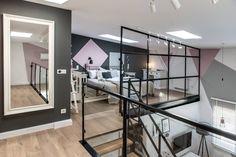 A perfect home with a mezzanine bedroom - Vintage & Chic Family Apartment, Dream Apartment, Apartment Interior, Design Loft, Design Case, Design Design, Decoracion Vintage Chic, Appartement Design, Loft House