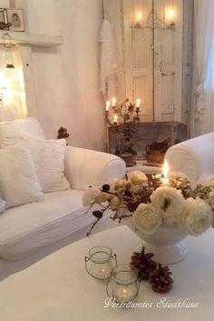 DECORACION DE SALONES ESTILO SHABBY CHIC EN BLANCO Hola Chicas!!! Les dejo una galeria de fotografias de salones (salas) estilo Shabby Chic en color blanco, me encantan creo que es una decoracion fácil de hacer y ademas puedes agregar algún color como acento a esta decoracion ya sea en flores, cojines, mantas, floreros, espero que les gusten