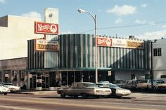 The original Wendy's location was opened by founder Dave Thomas at 257 East Broad Street in downtown Columbus, Ohio on November 15, 1969.  Sadly, it's no longer there today.  :(