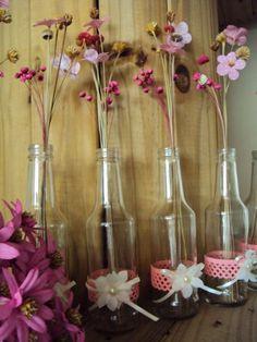 Enfeite de Mesa com Garrafa de Cerveja: 47 modelos - Artesanato Passo a Passo! Wine Bottle Art, Glass Art, Mason Jars, Diy And Crafts, Centerpieces, Baby Shower, Vase, Christmas, Wedding