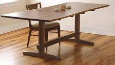 A Fresh Take on the Trestle Table - FineWoodworking Slab Table, Patio Table, Table Legs, Diy Table, Kitchen Nook Table, Dining Nook, Dining Bench, Furniture Projects, Furniture Design