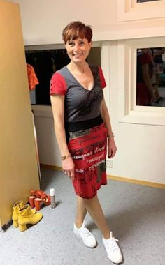 Ellen's Sewing Passion: T-shirts became a Dress! Ellen's Sewing Passion: T-shirts became a Dress! Refashion Dress, My T Shirt, Catwalk, Upcycle, How To Become, Short Sleeves, Passion, Summer Dresses, Sewing