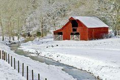 red barn in the snow Country Barns, Country Life, Country Roads, Country Living, Shed Cabin, Barns Sheds, Interesting Buildings, Snow Scenes, Red Barns