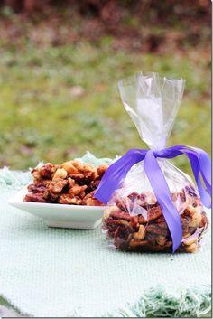 Sweet N' Spicy Candied Nuts (vegan, soy free) Edible Christmas Gifts, Vegan Christmas, Edible Gifts, Nut Recipes, Raw Food Recipes, Vegan Desserts, Spicy Nuts, Sweet N Spicy, Best Edibles