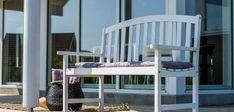 Klassisk sommerhus med unik beliggenhed og udsigt Home Technology, House Design, Inspiration, Furniture, Elegant, Home Decor, Home Ideas, Bedroom, Biblical Inspiration