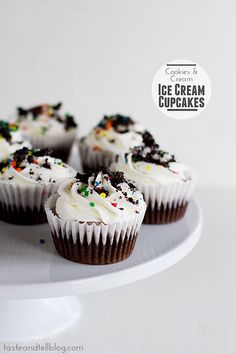 Cookies and Cream Ice Cream Cupcakes {and a giveaway} - Taste and Tell