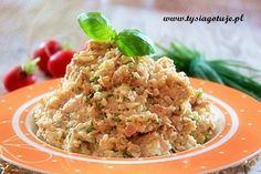 300 g ryżu białego 4 jaja  1/2 pęczka szczypiorku 2 puszki tuńczyka  2-3 łyżki majonezu 2 łyżki gęstego jogurtu naturalnego pieprz sól