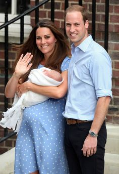 MYROYALS  FASHİON: The Duke and Duchess Of Cambridge Leave Hospital with Newborn Baby Prince