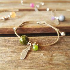 Bracelet plume bracelet cordon femme bracelet fin bracelet femme cordon bracelet jade vert bracelet cordon pierre bracelet simple de la boutique RitesBijoux sur Etsy #bracelet #etsyfinds #etsyshop #daintybracelet #gemstones