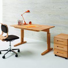 Schreibtisch   Massivholz   höhenverstellbar - bei Möbel Morschett
