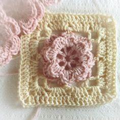 Lisebethslykkebo: Hekle lappeteppe / vognteppe med blomster, følger ...