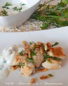 Bocconcini di pollo con pinoli e salsa allo yogurt