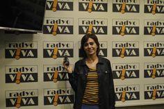 """Pop müziğin başarılı ismi Yıldız Tilbe, bugün saat 18:00'de Hopdedik Ayhan'ın stüdyo konuğu oldu. """"Şivesi Sensin Aşkın"""" adlı albümü ile beğeni toplayan sanatçı, albüm hikayesini Radyo Viva'da sevenleri ile paylaştı."""
