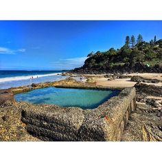 La piscina municipal de mi pueblo todo natural...  photo by @ry_jordo #nature #snapperrocks #coolangatta #lovemytown #cooly #blue #beach #girl #aussie by noe_rox