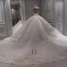#jacykaybrides #dubai #mydubai #weddingdress #hautecouture