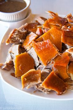 Oh my, the Philippine Lechon. Crispy roasted red pig skin with melt-in-your-mouth salty pig fat. Filipino Recipes, Asian Recipes, Filipino Food, Filipino Dishes, Comida Latina, I Love Food, Good Food, Yummy Food, Comida Filipina