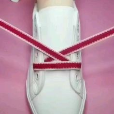 Ways To Lace Shoes, How To Tie Shoes, Shoe Crafts, Diy Crafts Hacks, Amazing Life Hacks, Useful Life Hacks, Diy Clothes Videos, Sewing Techniques, Creative Crafts