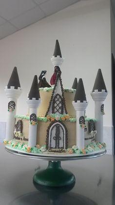 Un pastel de cumpleaños para Teresa en forma de castillo