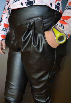 Pantalón Ottobre design en imitación cuero stretch