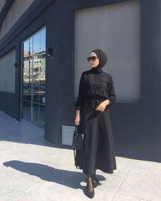 Fitness Outfits Women Hijab Source by dresses muslim Abaya Fashion, Muslim Fashion, Modest Fashion, Fashion Dresses, Casual Hijab Outfit, Hijab Chic, Hijab Dress, Muslim Girls, Muslim Women