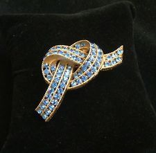 Vintage LISNER Blue Rhinestones and Gold Tone Bow Knot Brooch Pin Signed