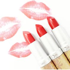 """Weekend kisses with every woman's best friend...a lipstick that is kind to to you and the environment #nolead #leadfree #chemicalfree #naturalingredients…"""