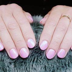 "1 Synes godt om, 1 kommentarer – Box of beauty (@boxofbeautydk) på Instagram: ""#gelpolish #pinknails #glasseffect #beautytime"" Round Shaped Nails, Gel Polish, Beauty, Round Wire Nails, Gel Nail Varnish, Beauty Illustration, Polish"
