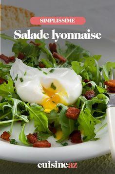 La salade lyonnaise est un classique de la cuisine française. #recette#cuisine #salade #saladelyonnaise #cuisinefrancaise