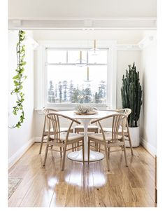 Minimalist Bedroom, Minimalist Home, Minimalist Furniture, Floating Floorboards, House And Home Magazine, Bathroom Interior Design, One Bedroom, Small Apartments, Decoration