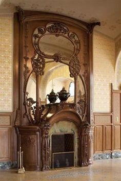 Such beauty... I would love to light a fire in that fire place... Villa Demoiselle, Reims