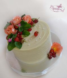 (6) Одноклассники Cake Decorated With Fruit, Cupcake Cakes, Cupcakes, Berry Cake, Birthday Cakes For Women, Buttercream Cake, Real Flowers, Cake Decorating, Berries