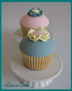 Simple Vintage birthday cupcakes — Birthday Cake Photos