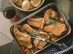 Geschmortes Kaninchen auf italienische Art - smarter - Zeit: 20 Min. | eatsmarter.de Wild Rabbit, Rabbit Food, Wild Boar, Asian Cooking, Food And Drink, Turkey, Snacks, Fresh, Meat