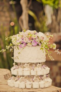 Great idea: Wedding cake and cupcake tower combo