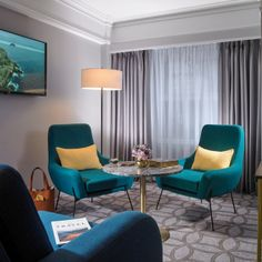 After a busy day in Dublin, whether on business or leisure, sink into a comfortable super king size bed and let our soothing décor relax you into a great night's sleep.  #room #hotel #boutiquehotel #relax #design #inspiration #interior #roominspiration #dublin #hospitality #thedavenport #thedacenportdublin #thedavenporthotel