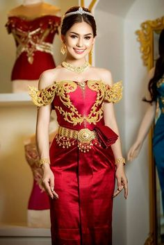by khmer model ) Traditional Thai Clothing, Traditional Fashion, Traditional Dresses, Cambodian Wedding Dress, Asian Wedding Dress, Laos Wedding, Khmer Wedding, Royal Dresses, Nice Dresses