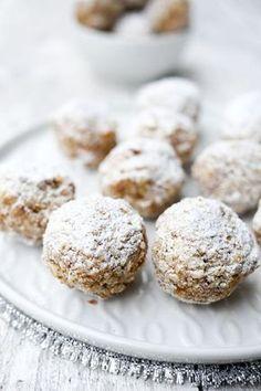 Rezept für Zimtkugeln mit Datteln und Mandelmus - Gaumenfreundin Foodblog #gesunderezepte #veganerezepte #plätzchenrezept #geschenkeausderküche #schnellerezepte