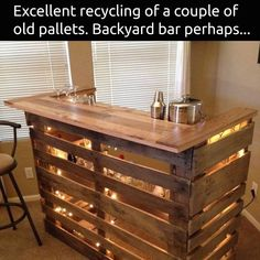 DIY Wood Pallet Bar Diy Wood Pallet, Wood Pallet Bar, Pallet Beds, Pallet Crafts, Diy Pallet Projects, Wood Projects, Garden Pallet, Pallet Patio, Diy Pallet Kitchen Ideas