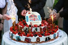 Diamond Jubilee cake at the British Embassy in Russia Hm The Queen, Macarons, Russia, British, Birthday Cake, Sun, Diamond, Desserts, Food