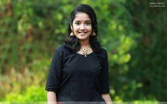 Anikha Surendran Cute Wallpaper - HD Wallpapers Beautiful Girl Indian, Beautiful Girl Image, Most Beautiful Indian Actress, Indian Actress Photos, Indian Actresses, Beautiful Girl Wallpaper, Black Background Images, Saree Photoshoot, Stylish Girl Images