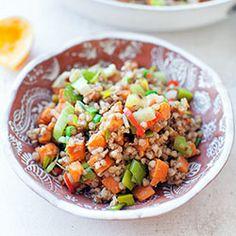 Wegański stir-fry z kaszą gryczaną, batatami, porem i chili | Blog | Kwestia Smaku